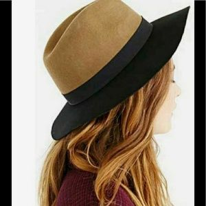 Urban Outfitters | 100% Wool Ecote Wide Brim Hat